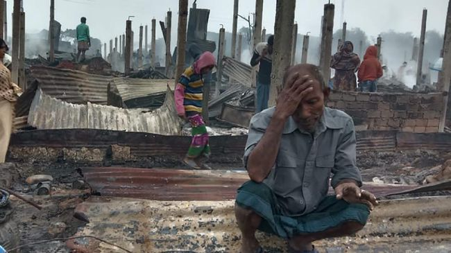 Kebakaran di kamp pengungsian etnis Rohingya di Bangladesh pada Kamis (14/1) kemarin menghanguskan 550 bangunan.