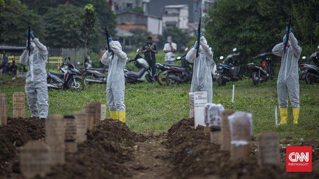 Lahan makam khusus jenazah covid-19 di TPU Srengseng Sawah hampir penuh. Dari kapasitas 541, terisi 402.