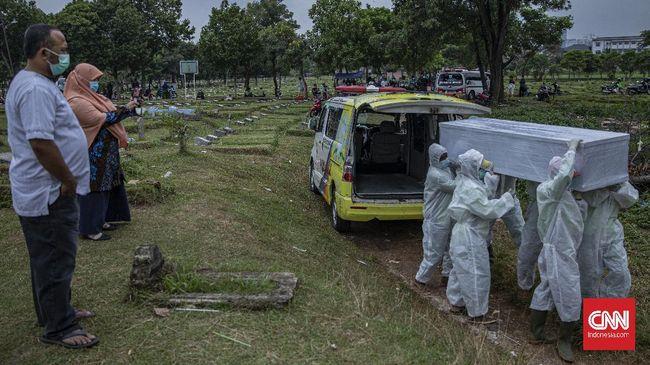 Relawan pemikul jenazah Covid di Bandung mogok kerja karena tak terima dituduh meminta bayaran kepada keluarga korban hingga jutaan rupiah.