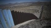 Suasana lengang karena lockdown di sejumlah negara hingga tembok pemisah AS-Meksiko jadi foto pilihan CNNIndonesia.com dalam Nyalang edisi pekan ini.