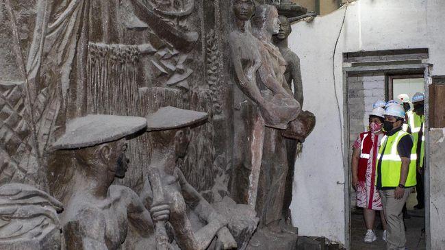 Relief di Gedung Sarinah disebut memiliki kemiripan dengan Tugu Tani karya pematung asal Rusia, Matvey Manizer dan putranya yang bernama Ossip Manizer.