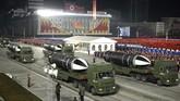 Korea Utara memamerkan rudal balistik yang diluncurkan kapal selam (SLBM) terbarunya dalam parade militer yang diselenggarakan pada Kamis (14/1) malam.