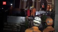 VIDEO: Pencarian Malam Hari, Tim SAR Temukan 16 Korban