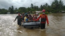 TIM SAR Gabungan Evakuasi Korban Banjir Halmahera Utara