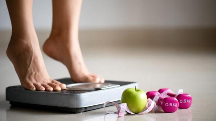Cara Salah dan Tidak Sehat Turunkan Berat Badan, Salah Satunya Berlebihan Makan Makanan Berlabel 'Sehat' Lho!