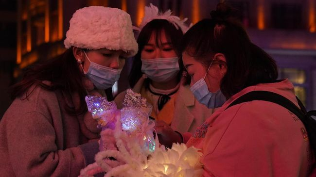 Sehari sebelum memperingati satu tahun lockdown virus corona di Wuhan, China, kehidupan malam di kota berpenduduk 11 juta jiwa itu kembali menggeliat.