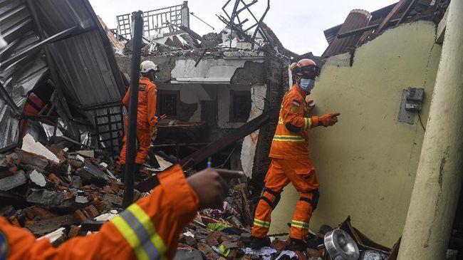Gempa di Sulawesi Barat membuat sejumlah bangunan sekolah mengalami rusak berat, ringan dan sedang.