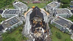 FOTO: Hari Kedua Pencarian Korban Gempa Sulbar