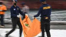 Pencarian Hari Ke-8 SJ 182, Tim SAR Bawa 17 Kantong Jenazah