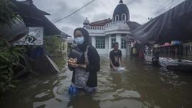 Korban Banjir Kalsel Belum Terima Bantuan, Andalkan Ban Bekas