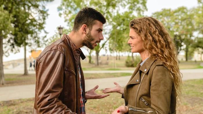 Kenali Tanda-Tanda Pasangan yang Melakukan Pelecehan Emosional