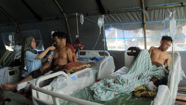 Data BNPB hingga Minggu (17/1) mencatat 73 orang meninggal akibat gempa di Sulawesi Barat, sebanyak 15 ribu orang mengungsi dan lebih 800 orang luka-luka.