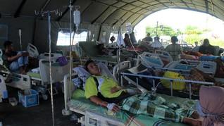 FOTO: Korban Gempa Mamuju Sulbar Dirawat di Tenda Darurat