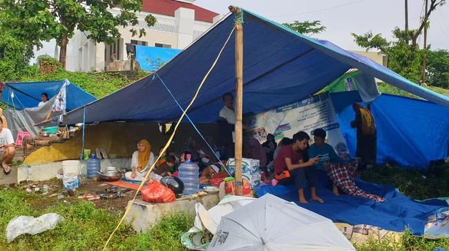 Salurkan Bantuan, CT ARSA Sambangi Pengungsi Gempa Sulbar