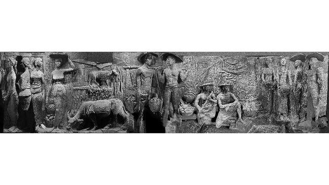 Ditemukan di 2020, relief di Sarinah masih meninggalkan misteri terkait pembuatnya. Para ahli memprediksi pemahat relief yang diduga dibuat di era Sukarno ini.