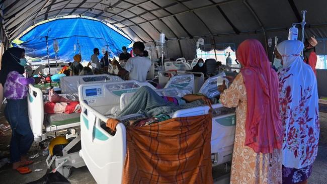 Selama dua hari berturut-turut gempa mengguncang Kabupaten Mamuju dan Majene di Sulawesi Barat yang mengakibatkan puluhan tewas dan ribuan mengungsi.
