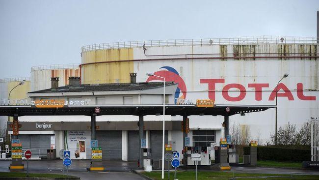 Perusahaan minyak dan gas asal Prancis, Total, menyatakan tidak akan berhenti memproduksi gas di Yadana, Myanmar meski sedang terjadi kisruh politik.
