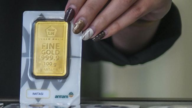 Harga emas merosot Rp2.000 ke Rp930 ribu per gram pada perdagangan Rabu (23/6) pagi.