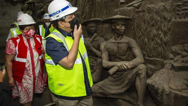 Arkeolog dari Institut Konservasi, Saiful Bakhri, menduga relief tersebut karya pematung Tugu Tani asal Rusia, Matvey Manizer dan Ossip Manizer.