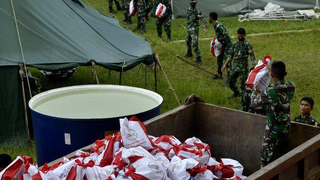 Alasan aparat merelokasi pengungsi korban gempa Sulbar ke area stadion Manakkara agar bisa mendapatkan fasilitas yang lebih layak.