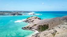 Bikin Penasaran, Satu Pantai di Mandalika Punya Dua Pasir