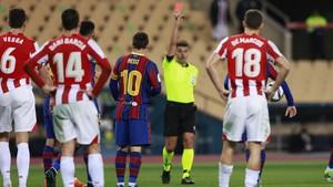 FOTO: Detik-detik Messi Kena Kartu Merah