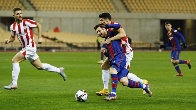 Messi Disanksi 2 Pertandingan Usai Pukul Pemain Lawan