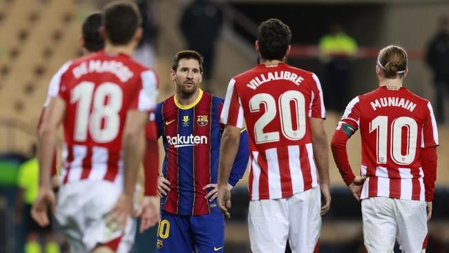 Kapten Barcelona Lionel Messi kena kartu merah langsung pada final Piala Super Spanyol karena memukul Asier Villalibre.