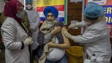 FOTO: Program Vaksinasi Corona India yang Terbesar di Dunia