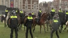 VIDEO: Polisi Belanda Bubarkan Pengunjuk Rasa Anti Lockdown