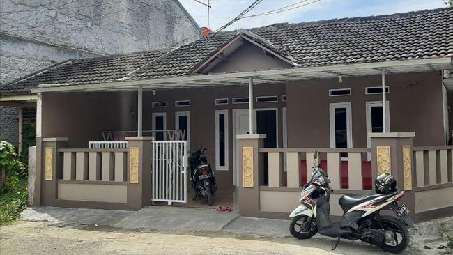 Rumah korban Sriwijaya Air dibobol maling. Pencuri diduga menggasak isi rumah dengan cara membongkar genteng, lalu masuk ke kamar belakang rumah.