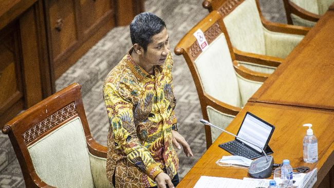 Mukti Fajar Nur Dewata yang terpilih sebagai Ketua KY memiliki latar belakang sebagai akademisi yang mengampu sejumlah teori-teori hukum terkait ekonomi di UMY.