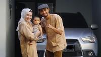 <p>Salut ya, Bunda. Meski nama pria kelahiran Denpasar ini tengah gencar di kenal dan disanjung oleh masyarakat Indonesia, ternyata ia tetap rendah hati dan menerapkan kesederhanaan dalam hidup. (Foto: Instagram @putriannesaloka)</p>