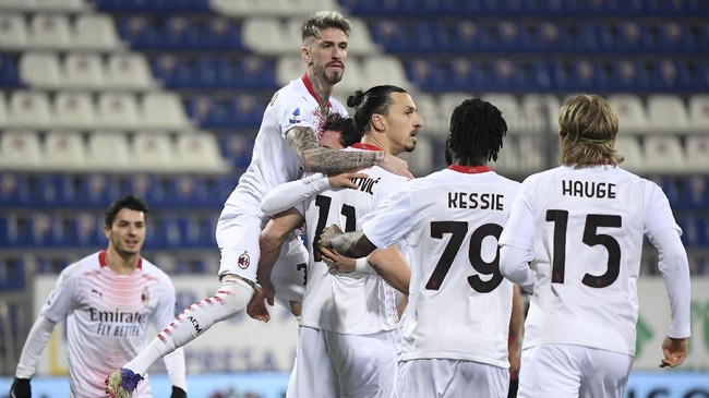 FOTO: Sihir Ibracadabra Bawa AC Milan Unggul 3 Poin