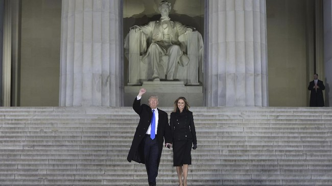 Donald Trump secara resmi meninggalkan Gedung Putih pada Selasa (19/1), sehari jelang pelantikan Presiden terpilih Joe Biden pada Rabu (20/1).