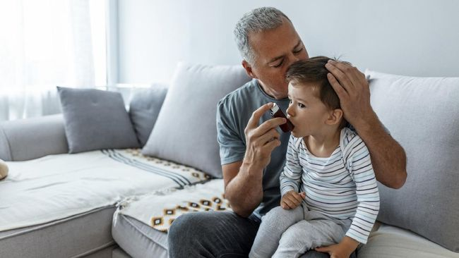Produk akhir glikasi lanjutan (AGEs) pada daging ditemukan meningkatkan gejala mengi pada anak.
