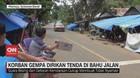 VIDEO: Korban Gempa Mamuju Dirikan Tenda di Bahu Jalan