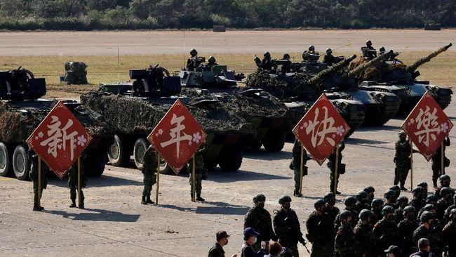 Pemerintah Taiwan mengajukan anggaran hingga 240 miliar dollar Taiwan atau setara Rp123 triliun untuk pembelian senjata di tengah 'ancaman besar' China.