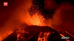 VIDEO: Gunung Etna di Italia Kembali Erupsi