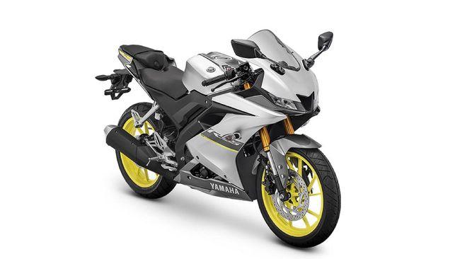Yamaha Indonesia menawarkan tiga warna baru pada R15 yang masing-masing punya warna pelek berbeda.