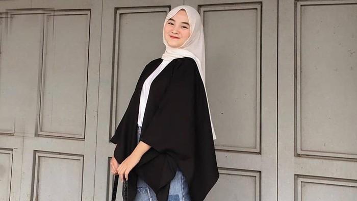 7 Tips Terlihat Sopan Pakai Celana Jeans untuk Hijabers
