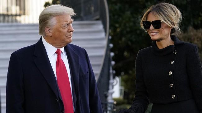 Presiden Amerika Serikat Donald Trump dan Ibu Negara Melania resmi meninggalkan Gedung Putih, Rabu (20/1) pagi waktu setempat.