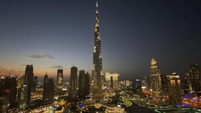 Selebriti dan influencer ramai mendatangi Dubai untuk berpesta di tengah pandemi. Tak lama, varian baru virus Corona sampai di sini.