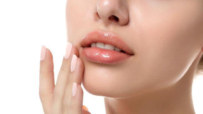 Eksfoliasi bibir memberikan banyak manfaat seperti membuat bibir lebih segar dan lembut. Berikut 5 cara eksfoliasi bibir yang aman.