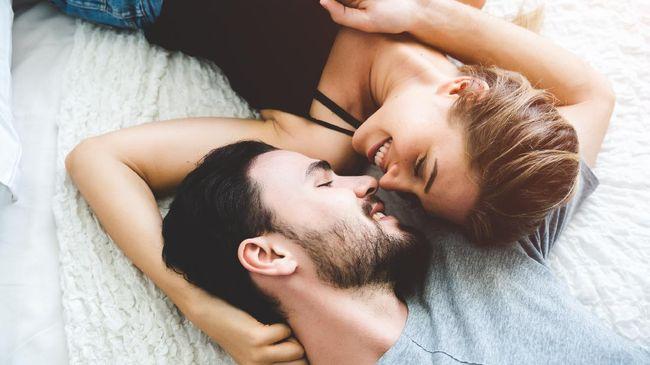 Bicara soal hubungan seks, ciuman kerap ditempatkan sebagai pembuka sesi. Berikut beberapa variasi ciuman yang bisa diberikan pada pasangan.