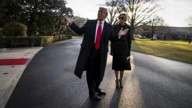 FOTO: Momen Trump Tinggalkan Gedung Putih