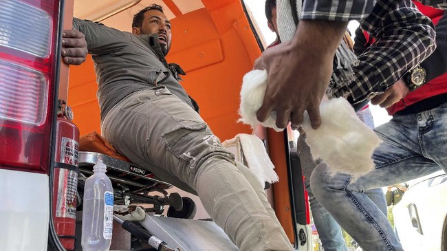 Sedikitnya 28 orang tewas dan 73 luka-luka dalam ledakan dua bom bunuh diri yang menghantam Baghdad, Irak, Kamis (21/1) pagi.