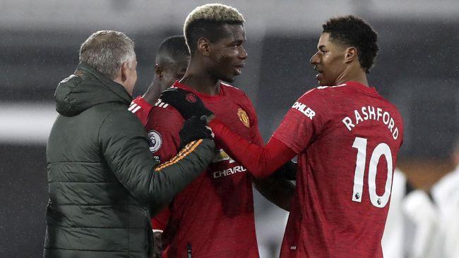 Manchester United kembali merebut tahta klasemen Liga Inggris setelah meraih kemenangan 2-1 atas tuan rumah Fulham.
