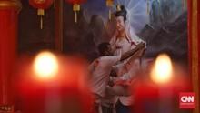 FOTO: Klenteng Hok Lay Kiong Bersolek Jelang Perayaan Imlek