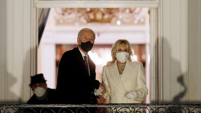 Ibu Negara AS, Jill Biden memberikan sejumlah nasehat menghibur soal perceraian kepada penyanyi Kelly Clarkson.